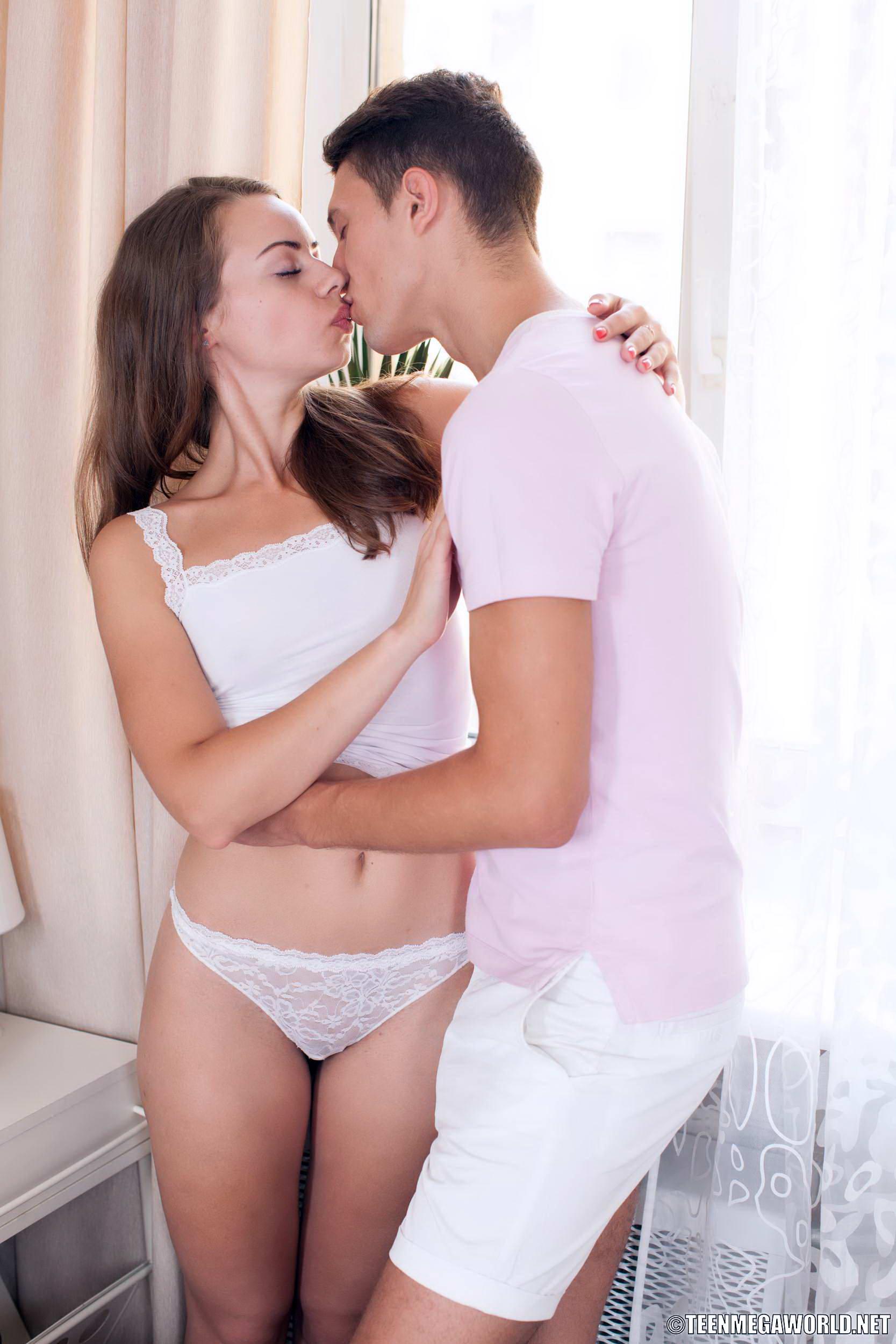 Teen bekommt bedeckt in Sperma